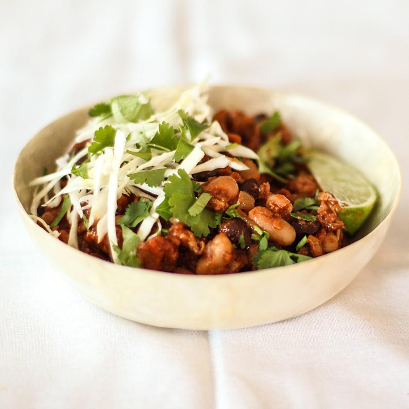 <p>通常の唐辛子の代わりに粗挽きのチポレチリを使用すると、このチリに旨味が出て、繊細でスモーキーな仕上がりになりま […]</p>